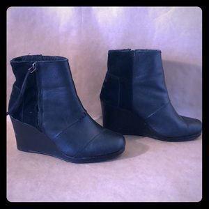 TOMS Black Leather & Suede Zip Up Wedge Boots EUC!